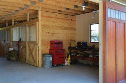 custom-barn-02